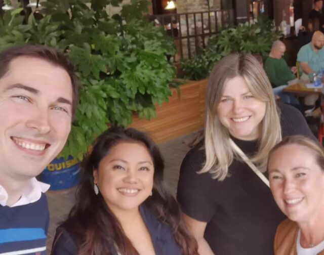 No matter where you go in the world sooner or later you will surely run into a smiling Antavo team member (or four). 😉  This time our colleagues send their greetings from the UK! ☺️  *  #Antavo #teamspirit #fun #greetings #UK