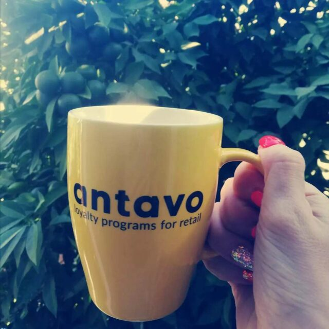 Enjoying coffee from Antavo mugs all over the world. 🌍  Nothing makes vacation mornings better than having a fresh brew among the orange trees. ☕🇪🇸🍊😍  *  #Antavo #vacation #holidaying #greetings #Spain #Seville #morningcoffee #haveacup